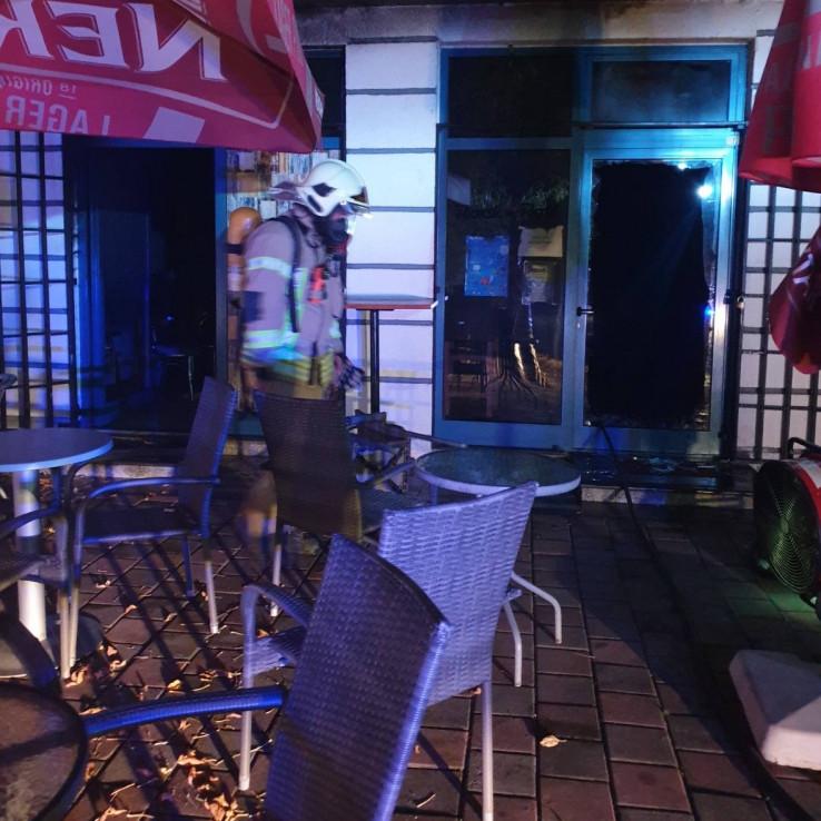 Vatrogasci ugasili požar u kafiću