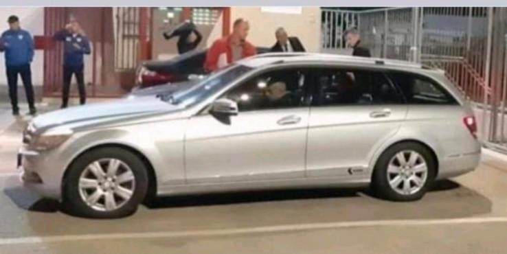 Automobil u kojem je Topalović napustio stadion Veleža
