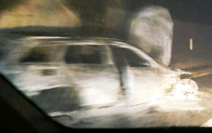 Mercedes u potpunosti izgorio