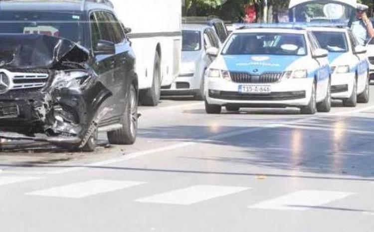 Vozač Mercedesa zakucao se u zadnji dio autobusa