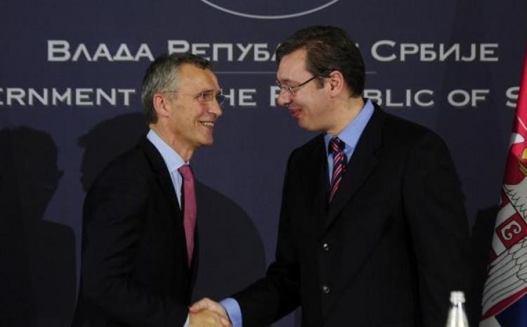 Stoltenberg s Vučićem o Kosovu