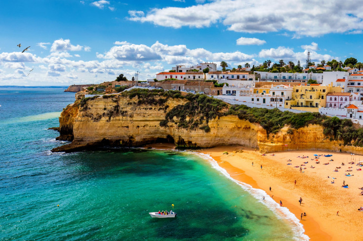 Algarve, mjesto obasjano suncem