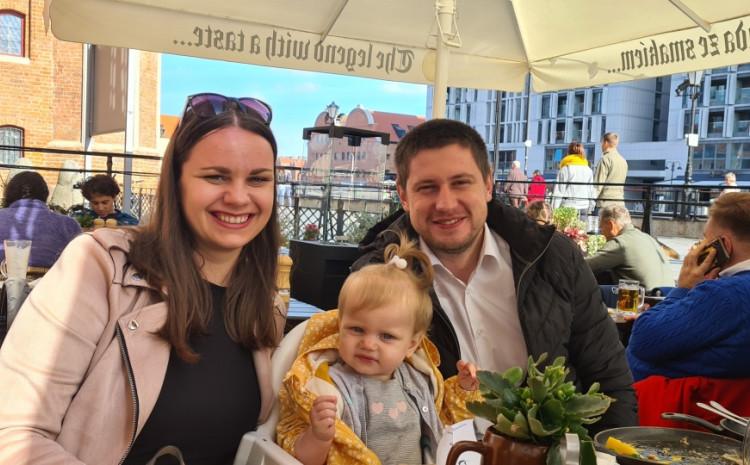 Alma i Emrah Softić s kćerkicom Nejrom: Ne pomišljaju na povratak