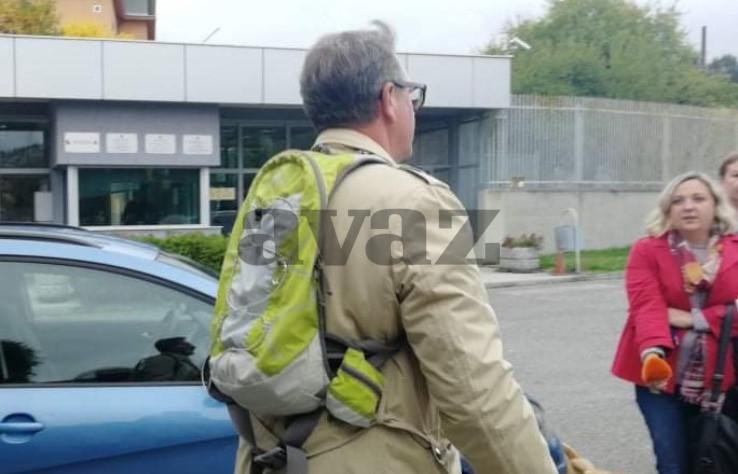 Pas u društvu novinara čekao Hasana Ganibegovića