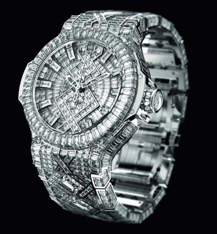 U cjelosti optočen dijamantima