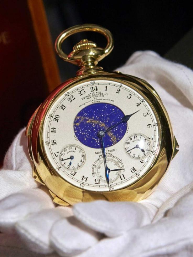 Riječ je o vrlo kompliciranom uređaju za mjerenje vremena, što potvrđuje i brojka od 24 zasebne funcije.