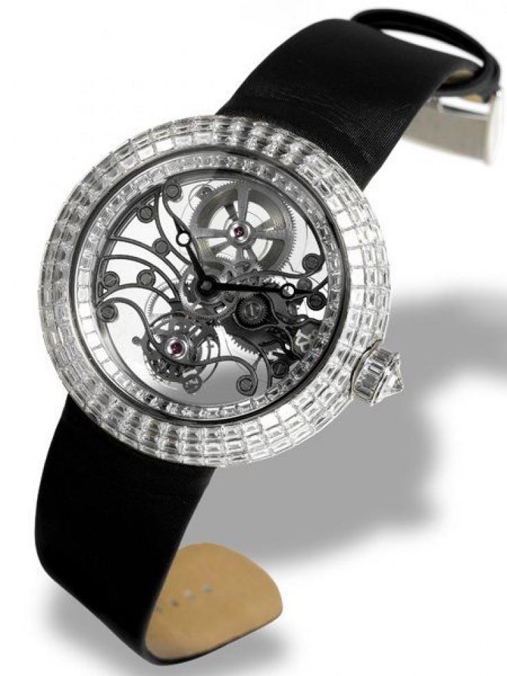 Sat je prekriveno sa baguette dijamantima težine 17.48 karata