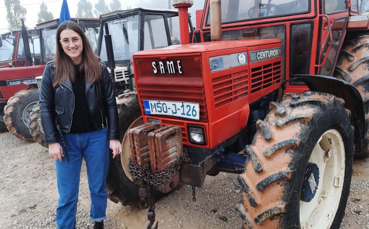 Studentica Enida Halilović stigla za volanom velikog traktora