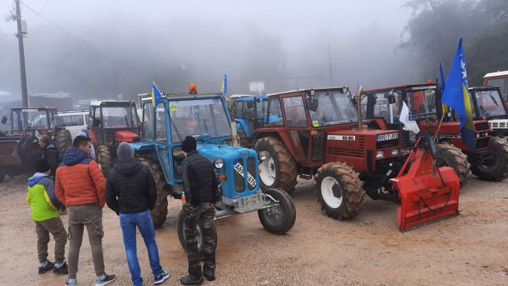 U defileu od Gračanice do izetišta Vis stiglo preko 100 traktora