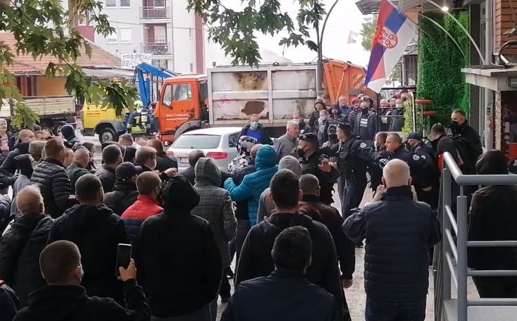 Prema navodima KOHA-e misija KFOR-a na Kosovu bila je upoznata sa događajima i u komunikaciji sa vlastima